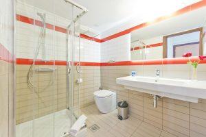 Дизайнерская бюджетная плитка для ванной комнаты